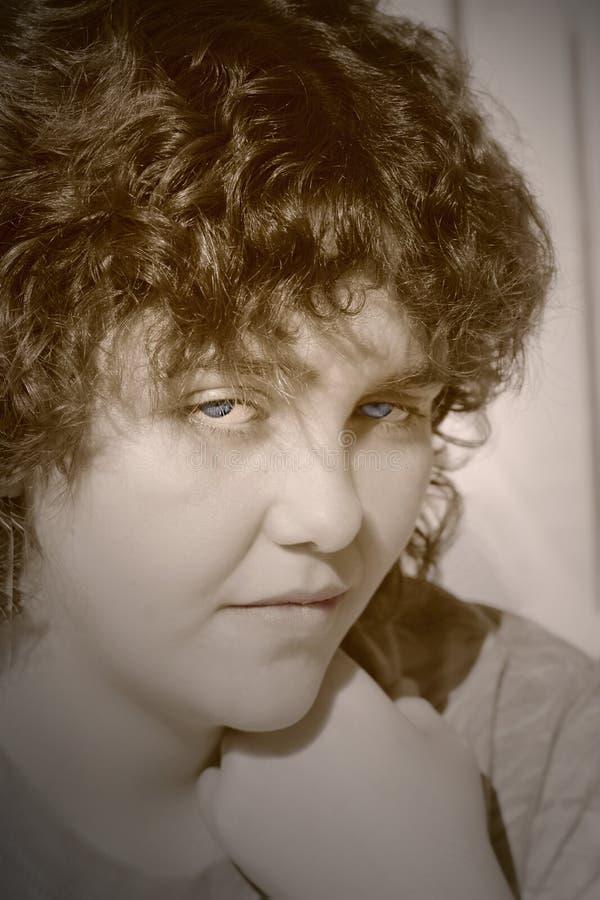 Ojos azules del efecto del tono del dúo de la mujer joven imagen de archivo