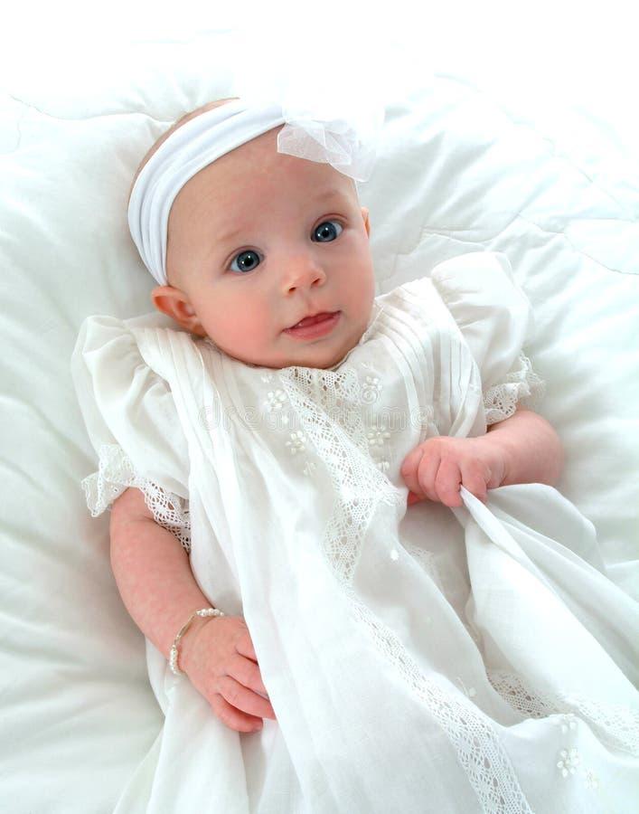 Ojos brillantes del pequeño bebé imagen de archivo