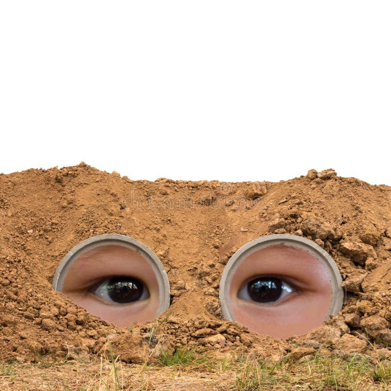Ojos de los niños en tubos concretos fotos de archivo libres de regalías