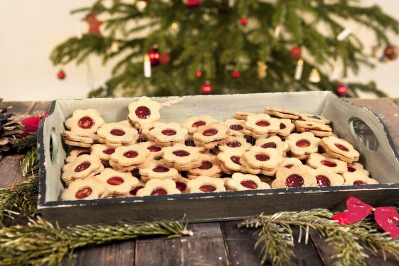 Ojos del linzer de las galletas de la Navidad fotos de archivo libres de regalías