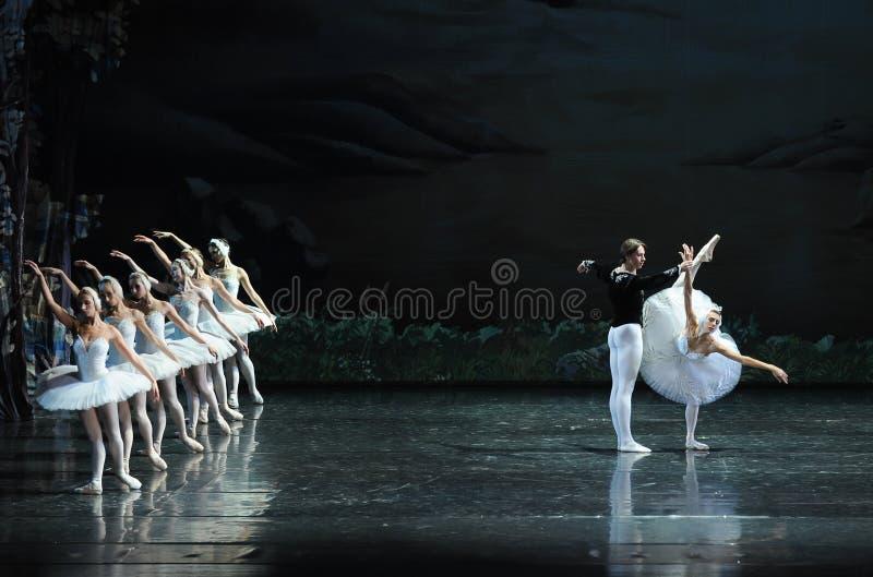 Ojta berättade prinsberättelse-balett svan sjön royaltyfria foton
