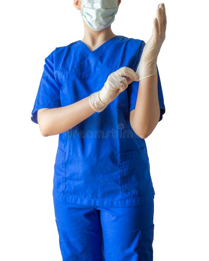 Okänd ung kvinnlig doktor i blå medicinsk likformig med maskeringspu royaltyfri foto