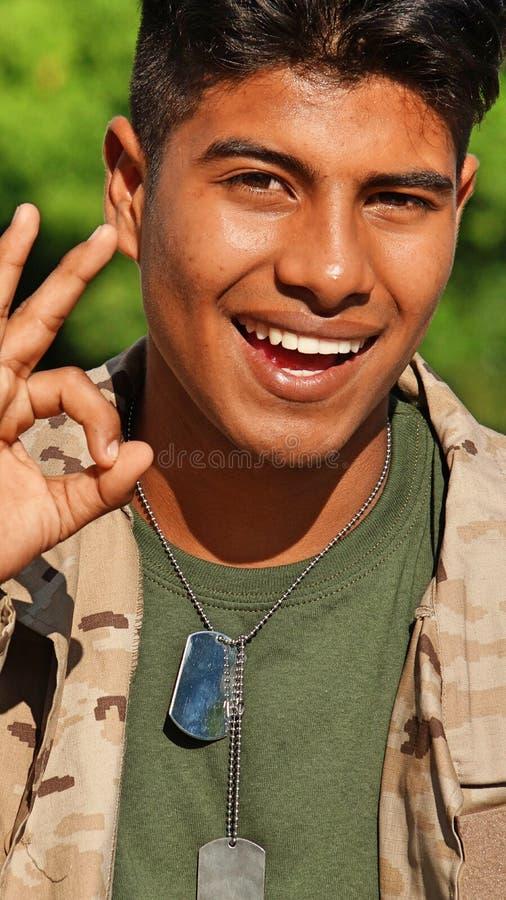 OK Pozyskujący Męski żołnierz obraz stock