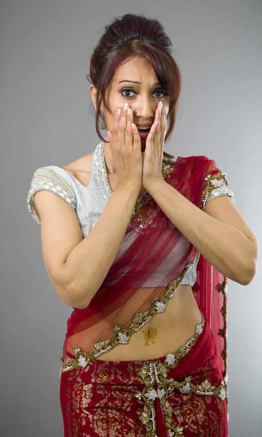 Download Okaleczająca Młoda Indiańska Kobieta Z Głową W Rękach Zdjęcie Stock - Obraz złożonej z widok, przelękły: 41952082