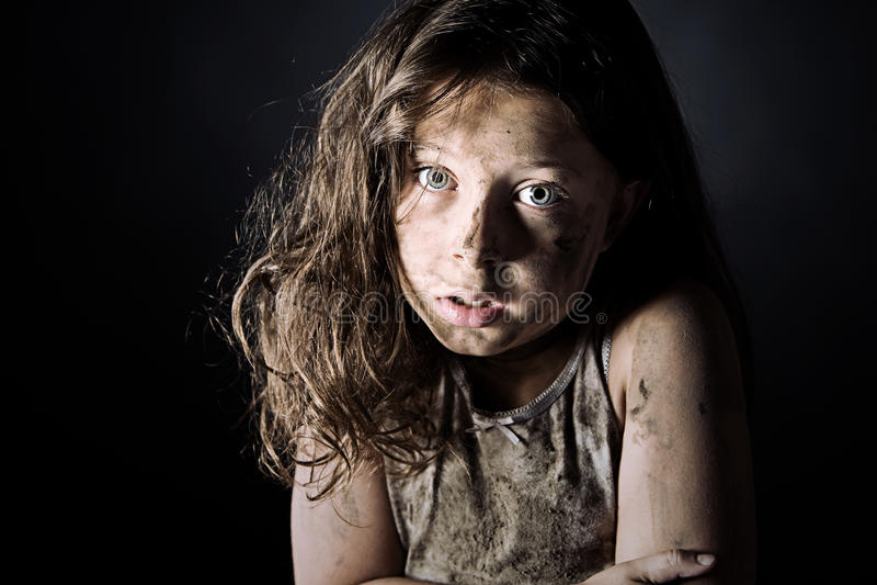 okaleczającego dziecka brudny z włosami okaleczający obraz stock