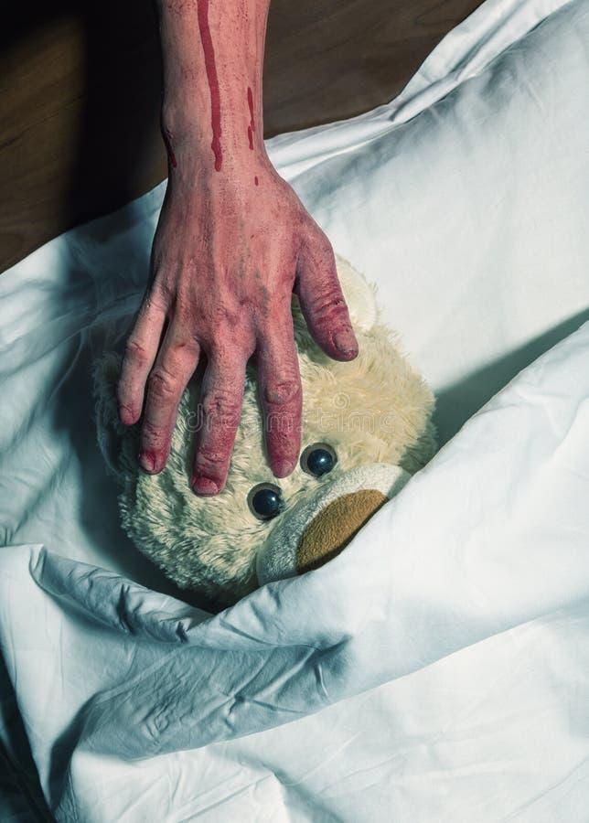 Okaleczający zabawka niedźwiedź zdjęcia royalty free