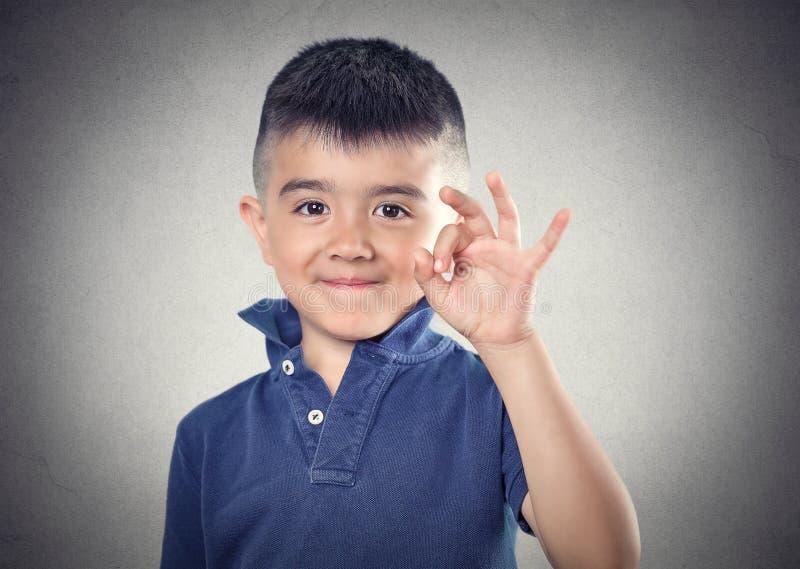 Okay glückliches Kind stockfotografie