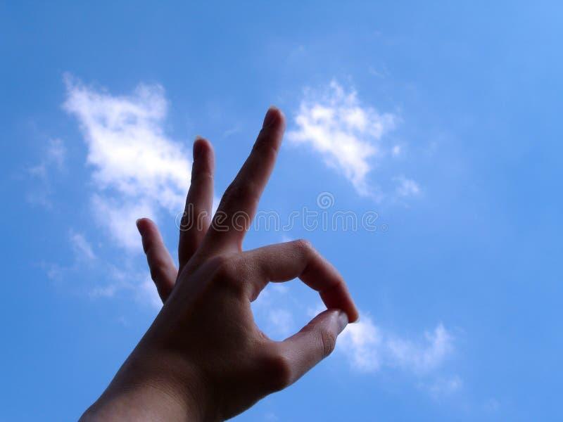 Okayzeichen Mit Wolkenhintergrund Stockfotografie