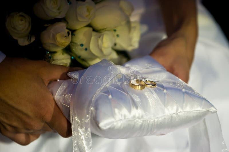 okaziciela poduszki pierścionek s fotografia royalty free