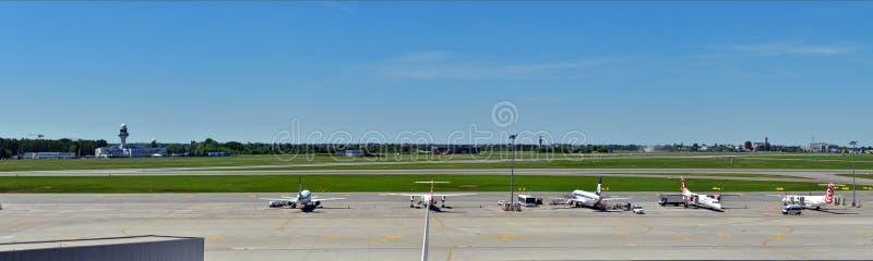Okecie lotnisko w Warszawskim artykule wstępnym obraz stock
