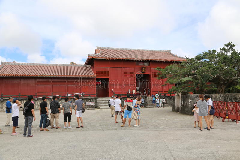 OKINAWA - 8 DE OCTUBRE: Castillo de Shuri en Okinawa, Japón el 8 de octubre de 2016 imagenes de archivo