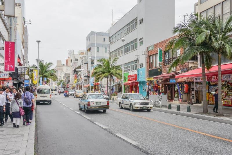 OKINAWA JAPAN - April 19, 2017: Kokusai dori, den huvudsakliga gatan royaltyfri foto