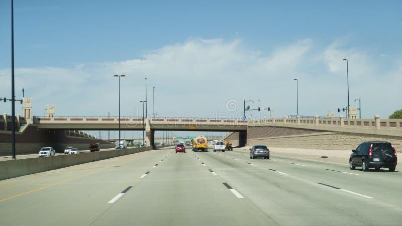 Oklahoma City, I-40 trafik och bro arkivbilder