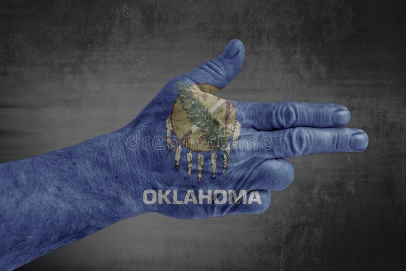 Oklahoma påstår flaggan som målas på den manliga handen som ett vapen arkivfoton