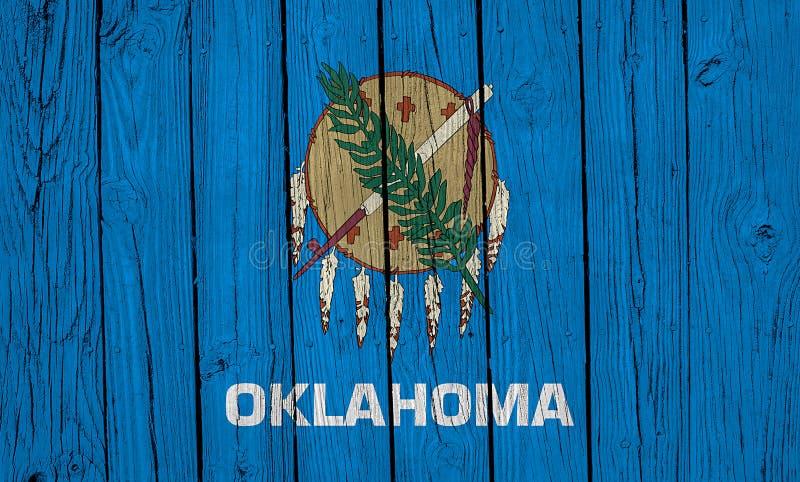 Oklahoma-statens flagga över träplankar royaltyfria bilder