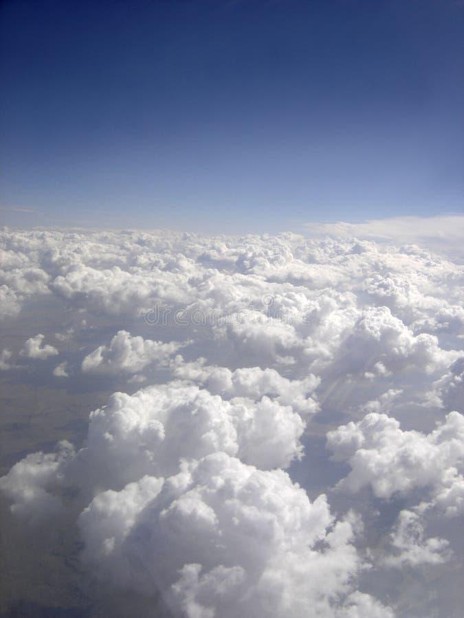 Download Oklarheter arkivfoto. Bild av kondensation, ovanför, himmlar - 989970