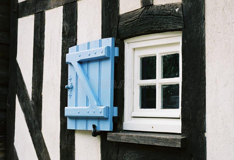 Download Okno. obraz stock. Obraz złożonej z błękitny, wallah, glassful - 137583