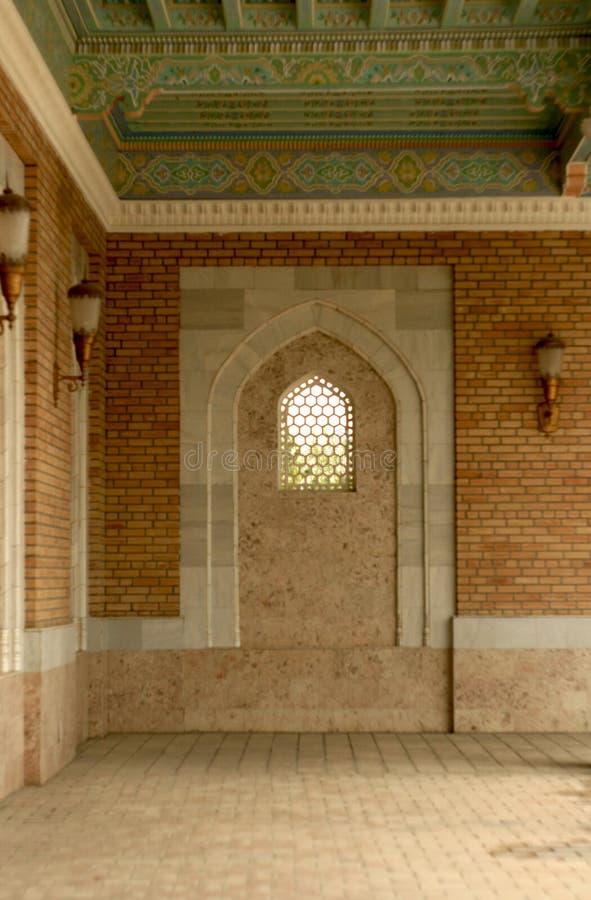 Okno w antycznym wschodnim meczecie zdjęcia stock