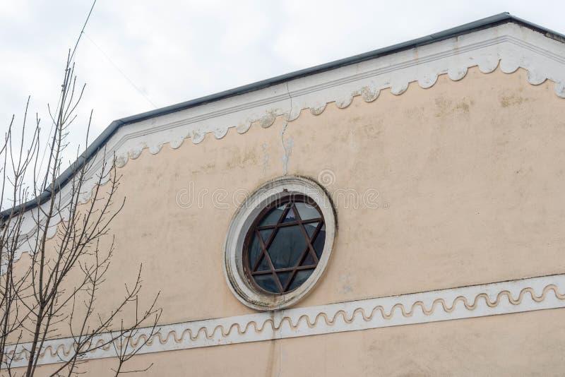Okno w formie gwiazdy dawidowej na synagodze zdjęcie royalty free