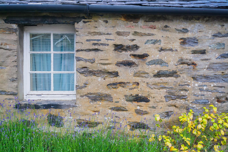 Okno w kamiennej ścianie obrazy royalty free