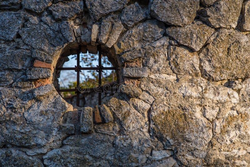 Okno w ogrodzeniu obraz stock