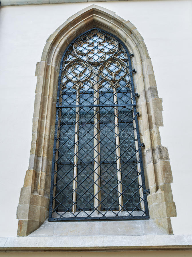 Okno z dokonanymi stalowymi pręt fotografia stock