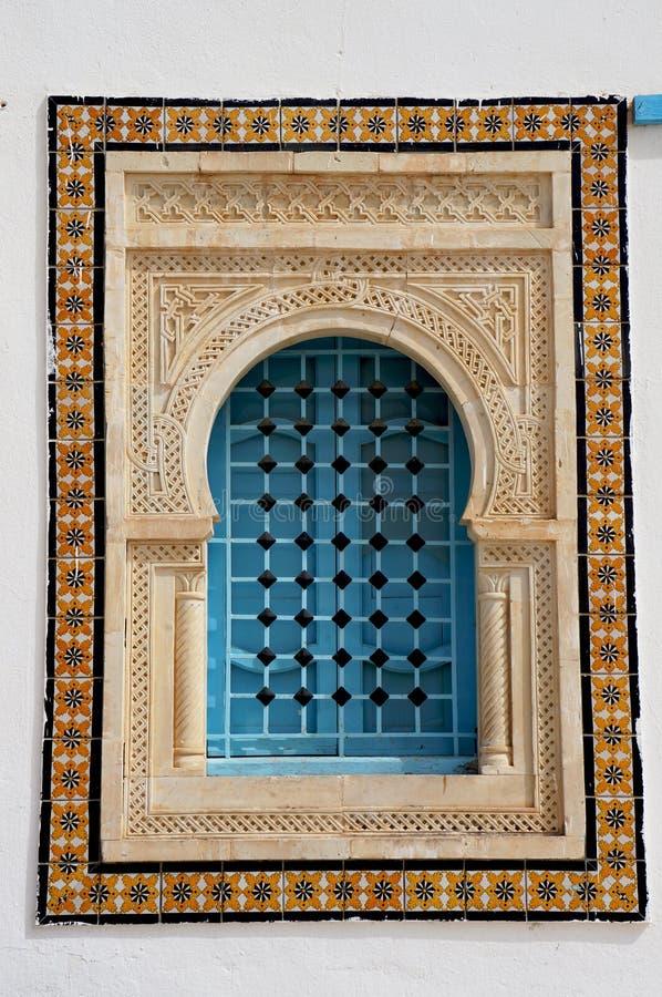 Okno z islamskim łukiem w Tunezja zdjęcia royalty free