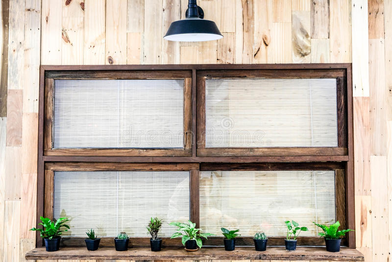 Okno z lekką drewnianą ścianą fotografia stock