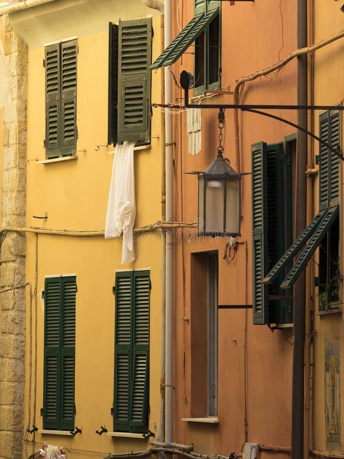 Okno z obwieszeniem odziewa obrazy stock