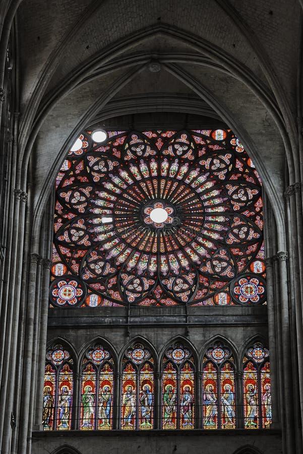 Okno z witrażem w Gockiej katedrze obraz royalty free