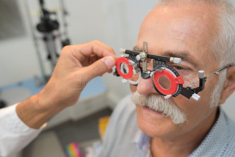 Oko egzamin przy ophtalmologist obraz stock