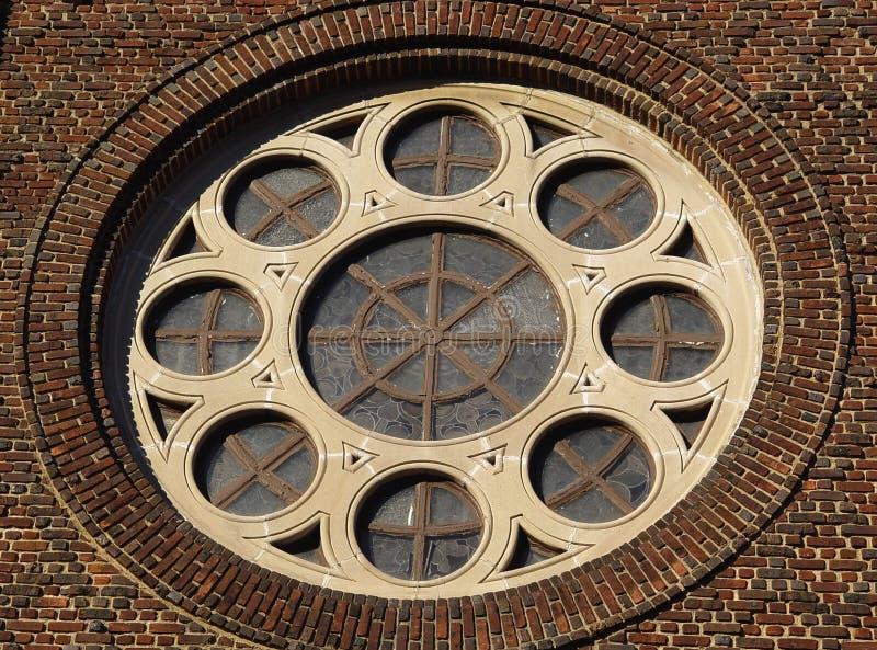 Download Okrągłe okno zdjęcie stock. Obraz złożonej z tafla, cegła - 48080