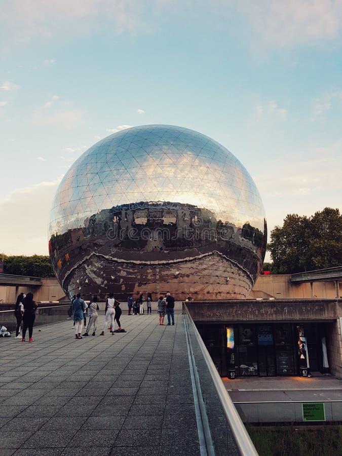 Okrąg kopuła parc De Los angeles Villette, deconstruction architektura w Paris fotografia stock