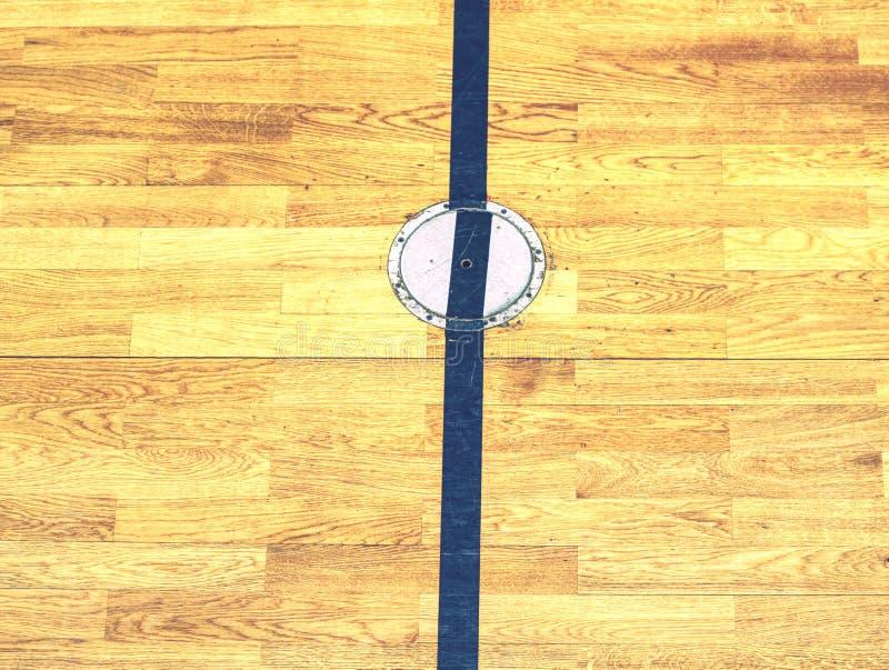 Okrąg pokrywy prymka dla sporta wyposażenia w podłodze szkolny gym obraz stock