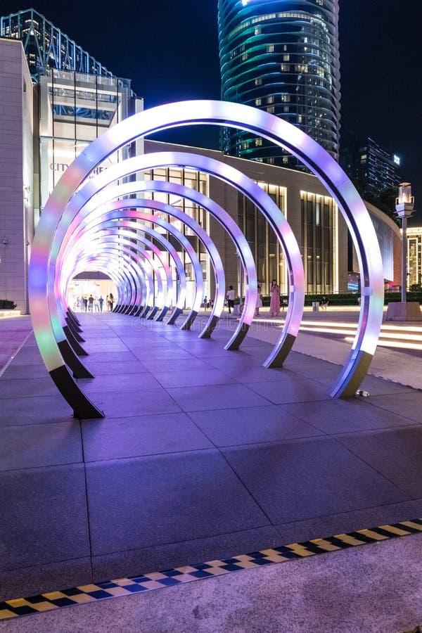 Okręgi, tunel, nocy zabawa, iluminowali różnych kolory, Macau cotai pasek, architektura zdjęcie stock