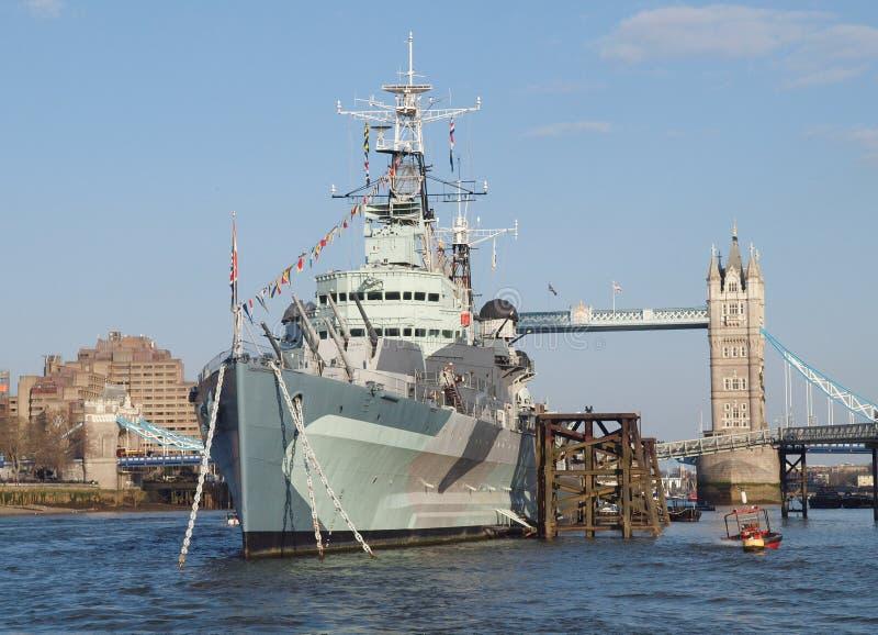 HMS Belfast i wierza Przerzuca most, Londyn zdjęcie royalty free