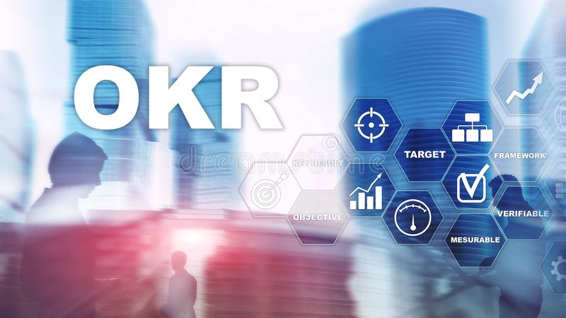 OKR - concepto dominante objetivo del resultado T?cnicas mixtas en una pantalla estructurada virtual Gesti?n de proyectos fotografía de archivo