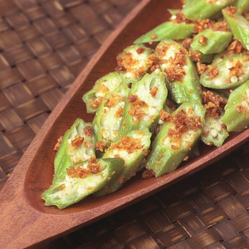 Okra asiático com molho de alho fotos de stock