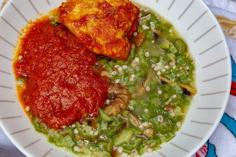 Okra, Okro Ila με το shawa και τους αστακούς και stew κοτόπουλου στοκ εικόνες