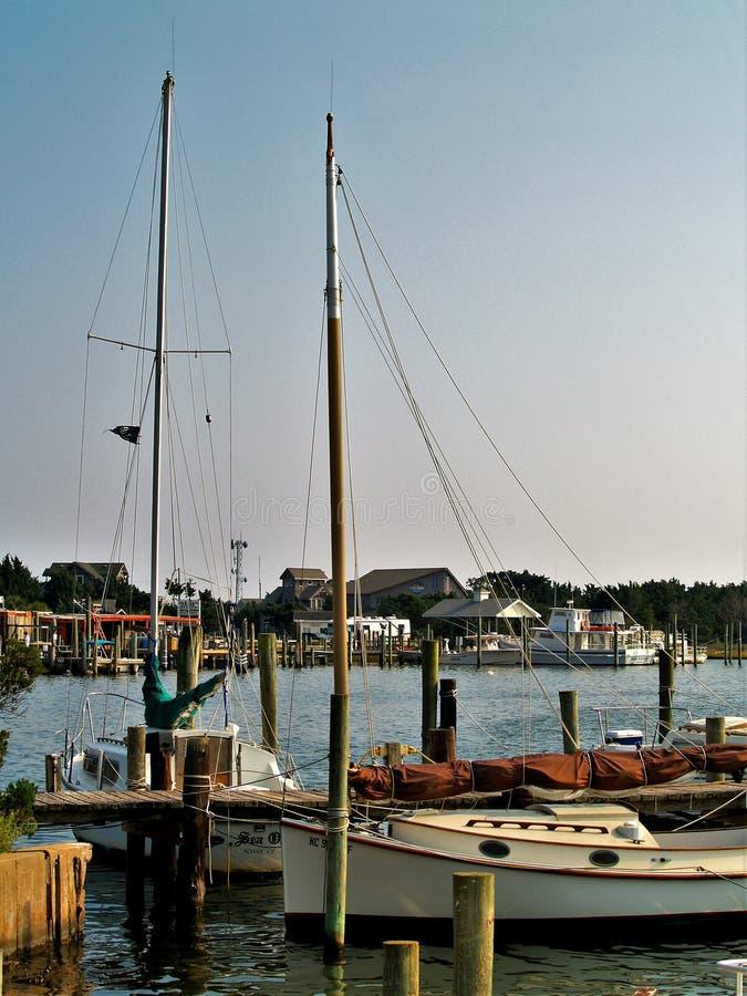 Okracoke segelbåtar royaltyfria bilder