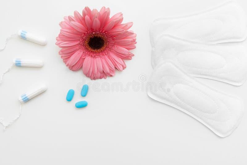 Okres, ból Środki przeciwbólowi i sanitarni akcesoria zdjęcie stock