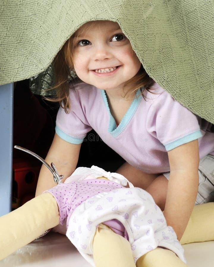 okrzyki niezadowolenia zerknięcia preschooler fotografia stock