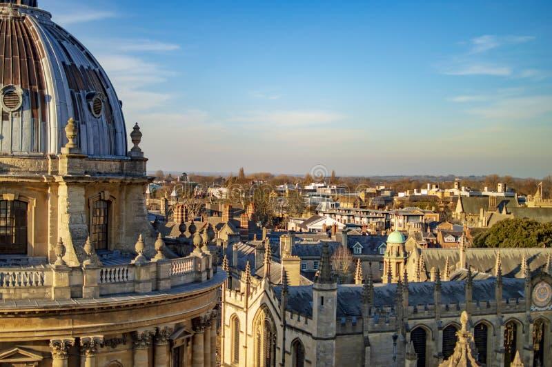 Oksfordzki miasteczko i sławna kopuła Radcliffe kamery budynek obrazy royalty free