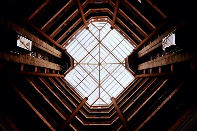 Oktaedrische Architektur stockfoto