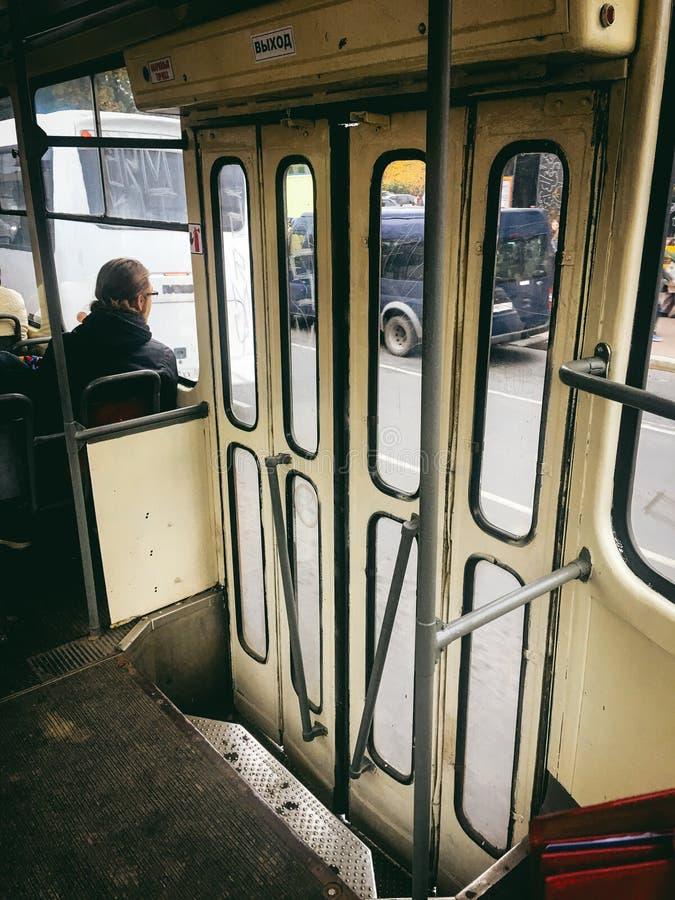 20. Oktober 2017 Alte Tram in der Stadt von Kaliningrad stockfotos