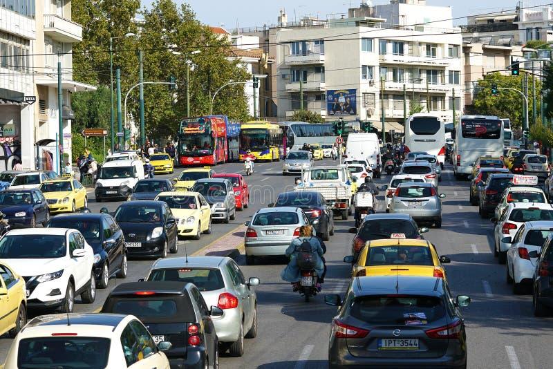 05 OKTOBER 2010 ATEN, GREKLAND upptagen trafik i Aten arkivbilder