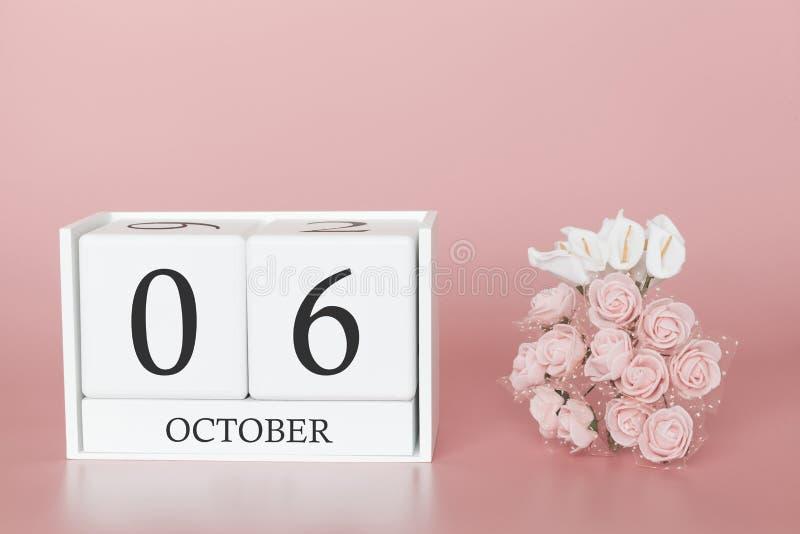 06 oktober Dag 6 van maand Kalenderkubus op moderne roze achtergrond, concept zaken en een belangrijke gebeurtenis stock afbeelding