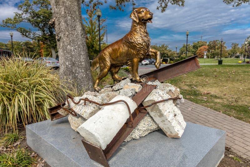 Oktober Eagle Rock Reservation för 16, 2016 - 9/11 minnes- i West Orange som är nytt - ärmlös tröja - beskriver 'sökande- och räd royaltyfria foton