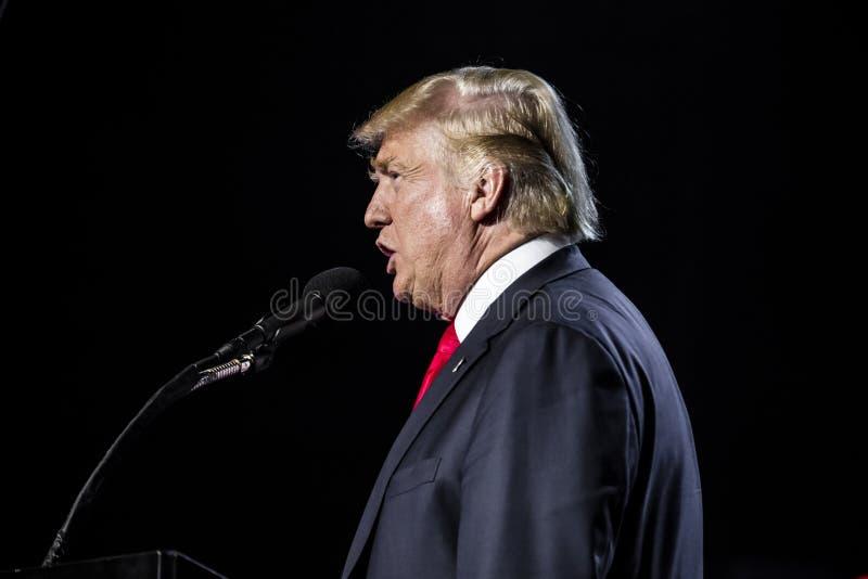 15 OKTOBER, 2016, EDISON, NJ - die Donald Trump spreekt bij Edison New Jersey Hindu Indian-American-verzameling voor 'het Mensdom stock fotografie