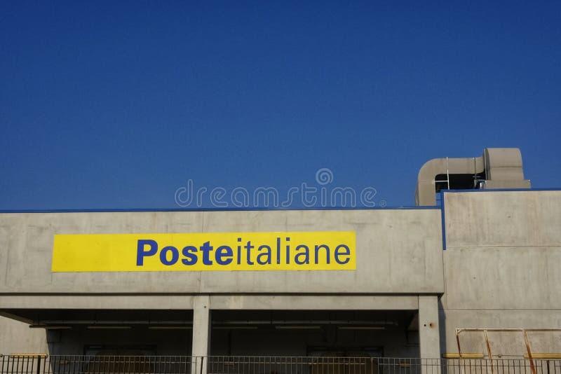 19 Oktober högkvarter av den italienska stolpen - kontor i pescaraen, Italien royaltyfri fotografi